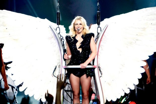 Britney_Spears_Performing_TTWE